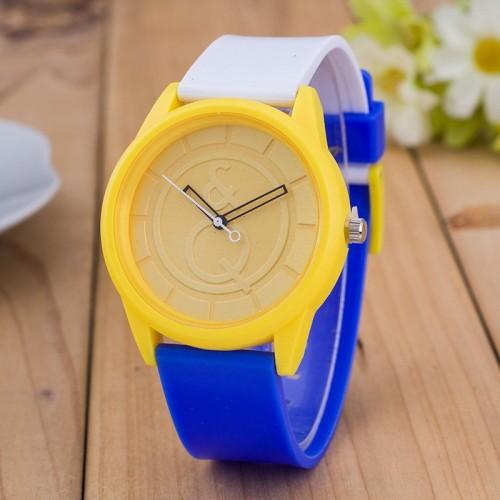 Blå gul vit klocka av märket O&Q (Barn - ungdomar) från klockor4you.se