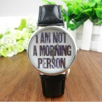 """I AM NOT A MORNING PERSON"" klocka, svart läderarmband"