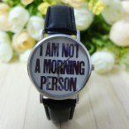 """""""I AM NOT A MORNING PERSON"""" klocka, svart läderarmband (Barn - ungdomar) från klockor4you.se"""
