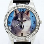 Klocka med varg wolf, kristaller, svart armband
