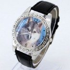 Klocka med varg wolf, kristaller, svart armband (Djurmotiv) från klockor4you.se