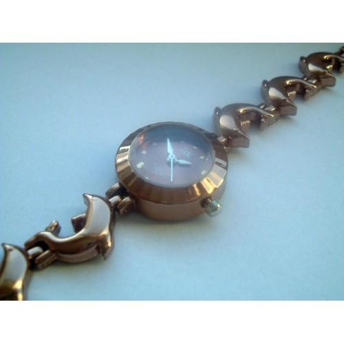 Snygg, liten klocka med delfiner, Coffee Gold färg (Djurmotiv) från klockor4you.se